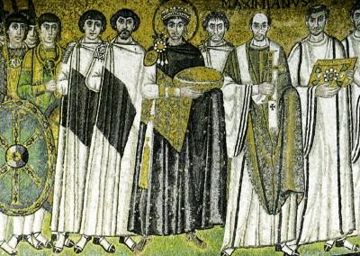Justiniano e seu séquito. Basílica de São Vital, 546-548.
