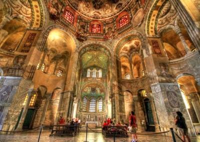 altar da Basílica de São Vital, século V.