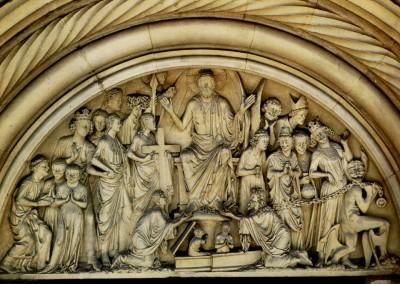 fachada da Catedral de Autun, França, século XII.