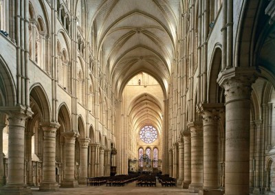 interior da Catedral de Notre Dame, Paris.