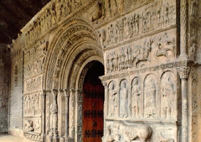 portada de igreja românica.