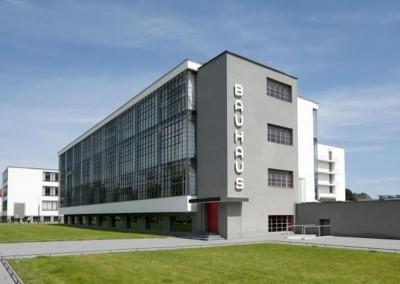 Gropius, Walter. Bauhaus, Dessau, vista da ala dos estudantes, 1925.